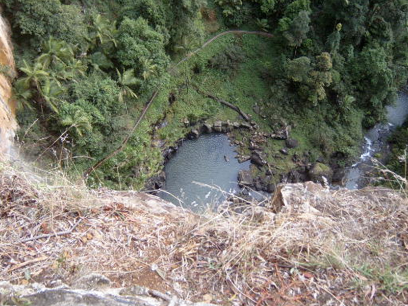 폭포가 이룬 연못.jpg